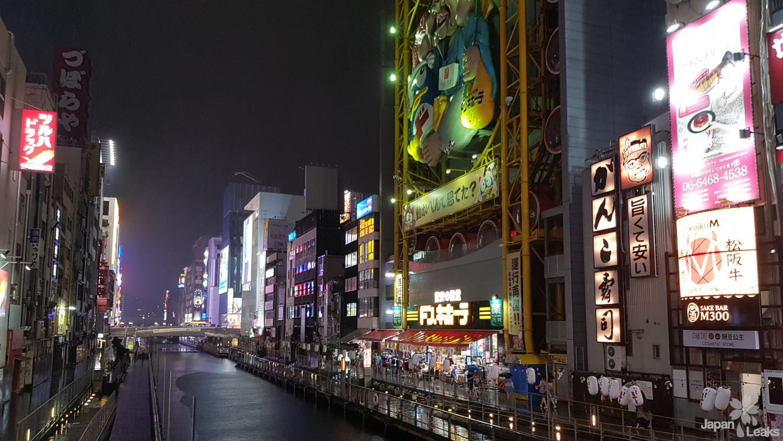 Foto des Dōtonbori Kanal bei Nacht.