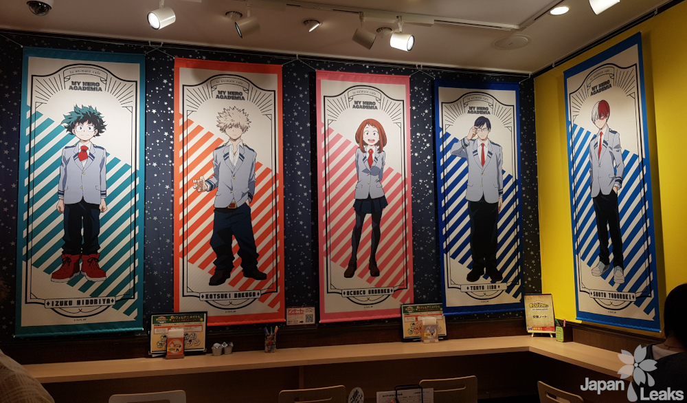 Dekoration im Animate Cafe zu My Hero Academia.