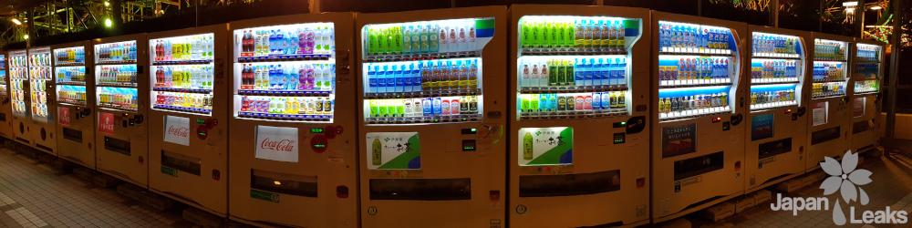 Eine Reihe Getränkeautomaten.