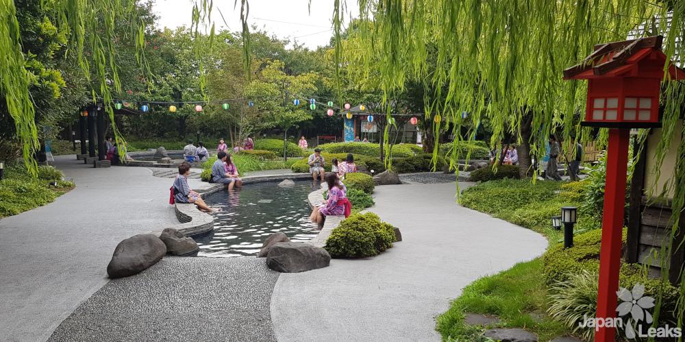 Foto des Fußbadbereiches des Oedo Onsenmonogatari auf Odaiba.