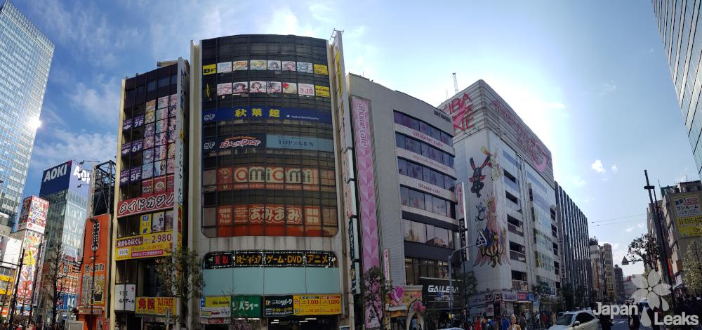 Foto einiger Geschäfte in Akihabara.