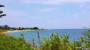 Foto des Biwako Sees mit Strand.
