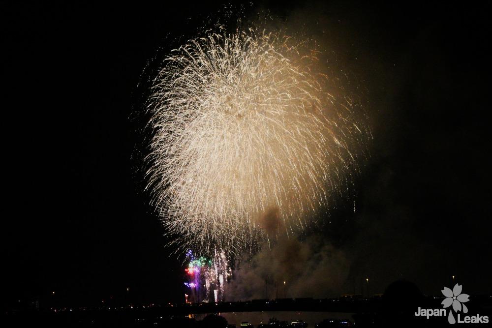 Foto eines Feuerwerks in Tokyo.