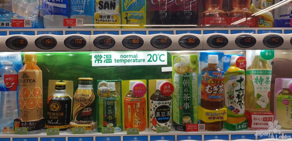 Nahaufnahme eines Getränkeautomaten mit unterschiedlichen Temperaturen der Getränke.