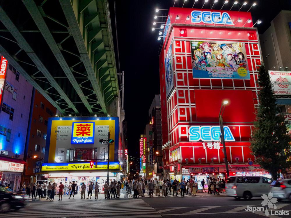 Foto in Akihabara mit einem Sega Game Center, ein perfektes Ziel für Otaku
