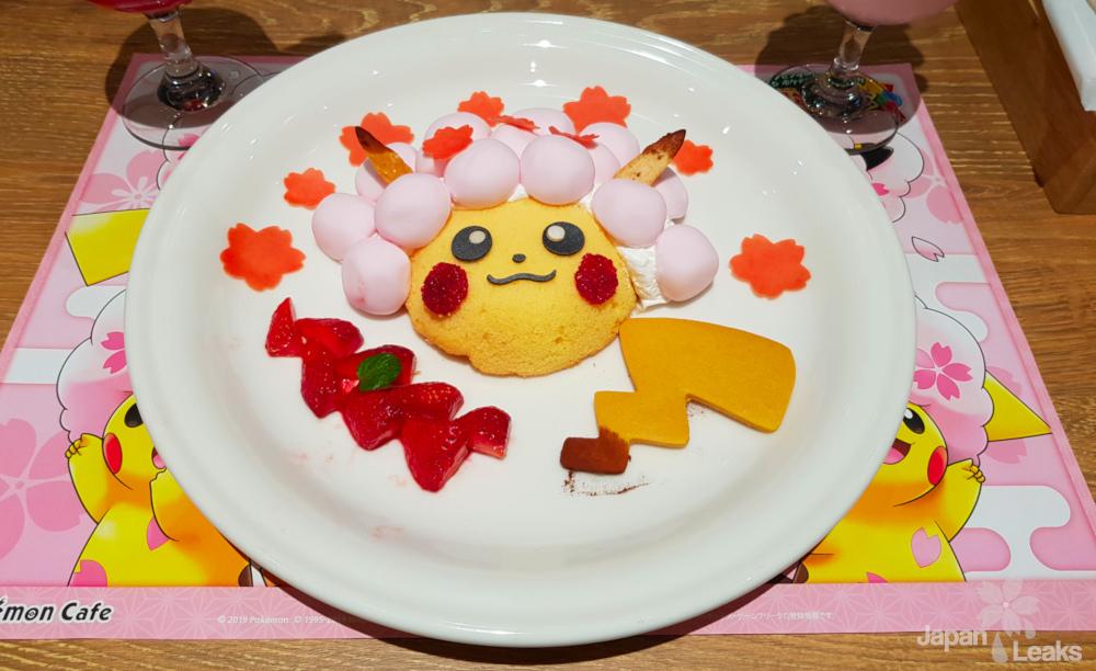 Foto eines Pikachu Dessert im Pokemon Cafe