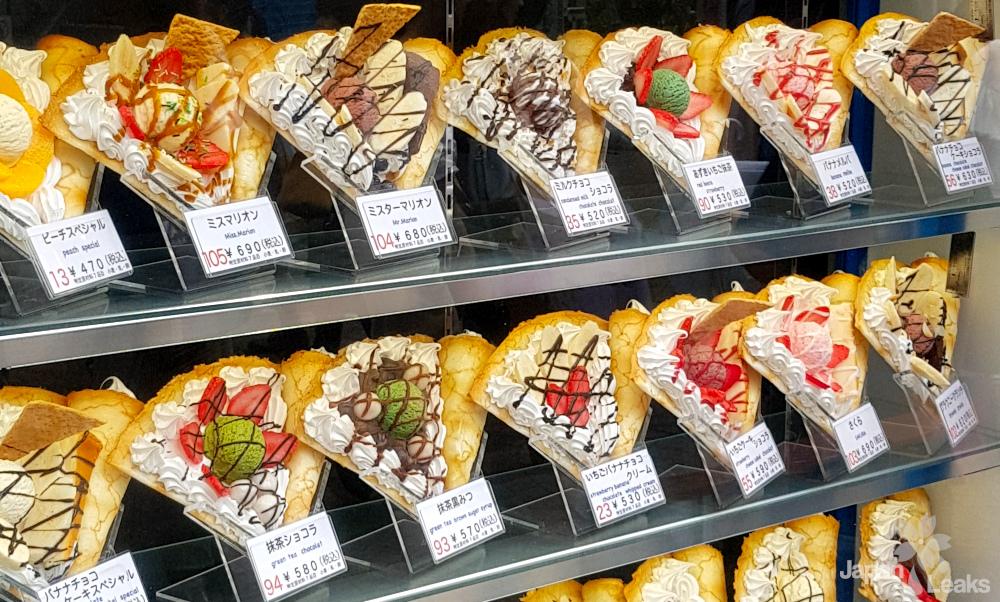 Foto von Austellungsstücken bei einem Crepe Stand in Harajuku.