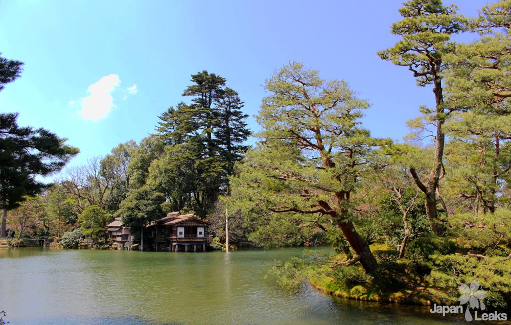 Der Kasumiga-ike Teich im Kenroku-en.