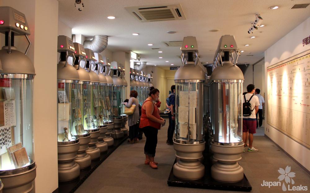 Foto der Ausstellungsfläche im Erdgeschoß des tezuka Museums.