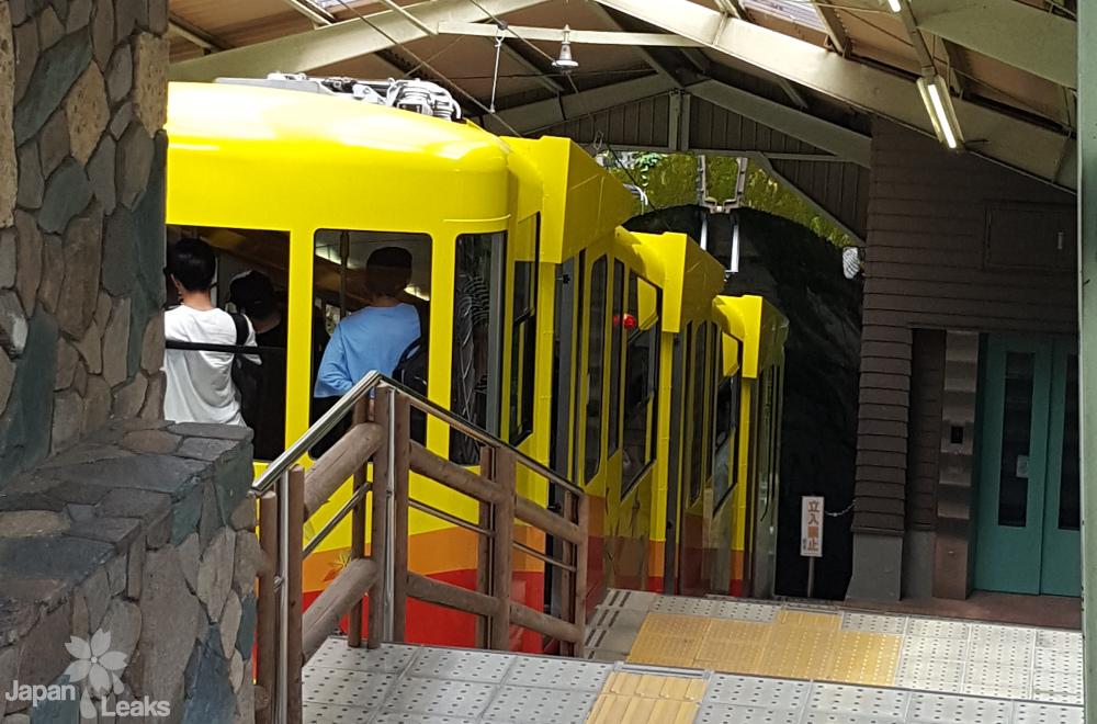 Das Cable Car das auf den Berg Takao fährt.