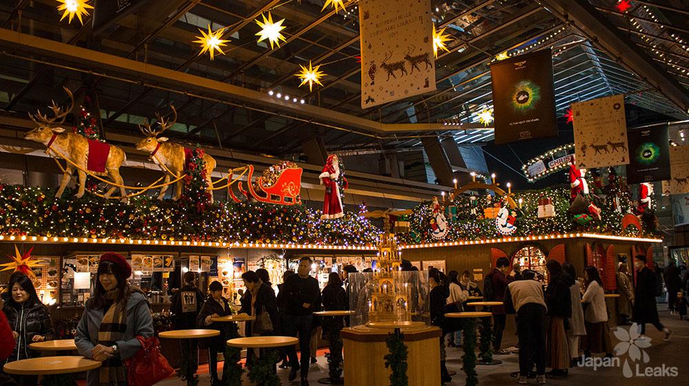 Foto einiger Stände auf dem Weihnachtsmarkt Roppongi