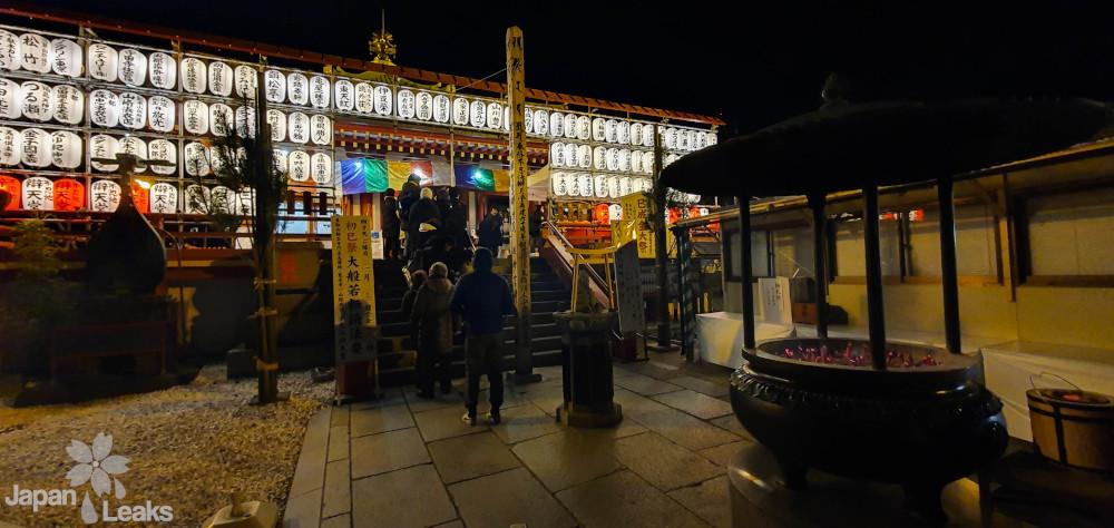 Foto des Benten Tempels im Ueno Park in der Neujahrsnacht