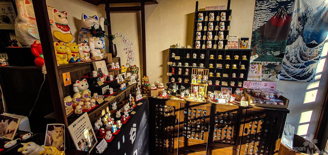 Yanakado Laden für Winkekatzen in Tokyo