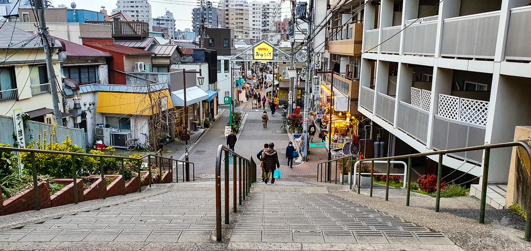 Die Yanaka Dandan Treppe nahe der Nippori Station in Tokyo.