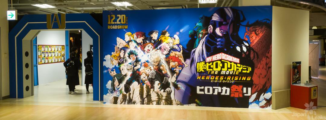 Eingangsbereich zur Hero Academia Kollaboration mit großer Illustration.